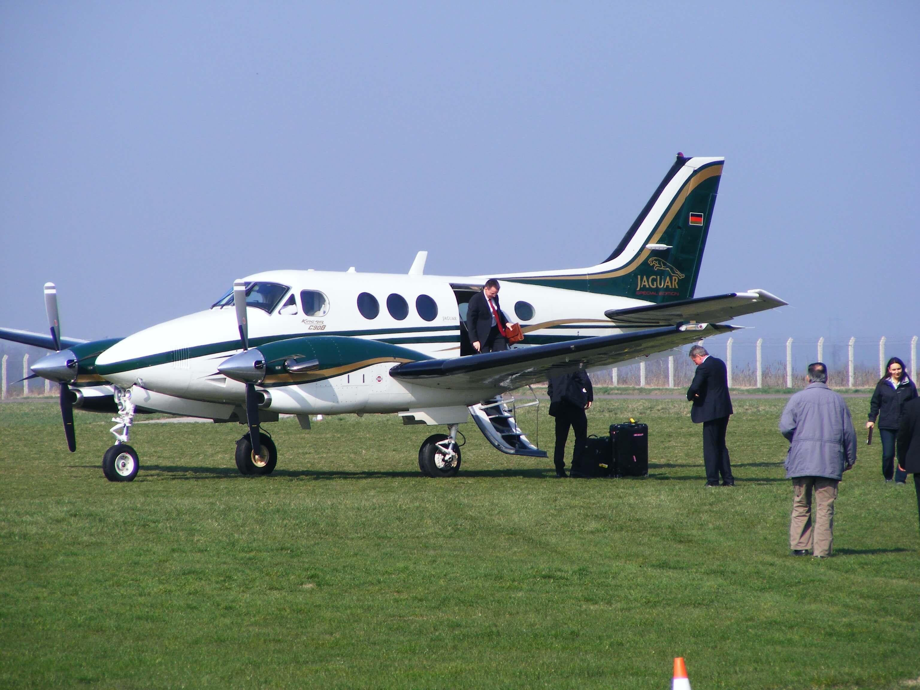 Raytheon-C90B-King-Air
